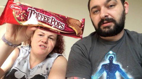 Chomping on Kiwi Treats | Vlog