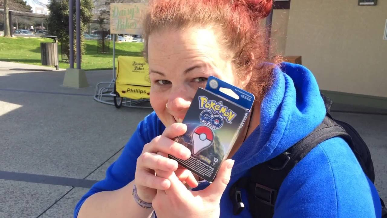Jo Reviews the Pokemon Go Plus | Vlog